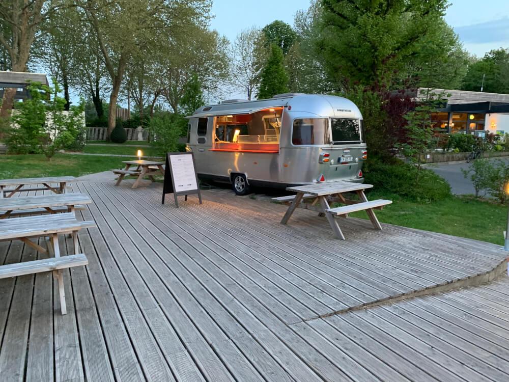 Der Food-Truck auf dem Campingplatz in Paris