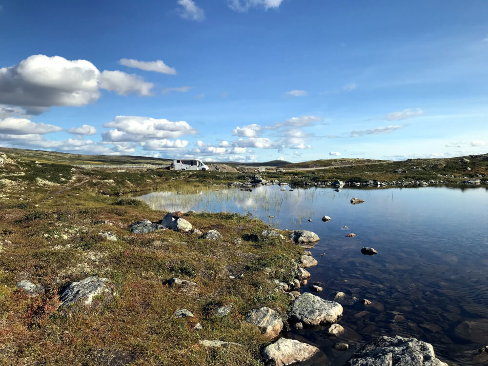 Wunderschöner Stellplatz an einem See in Norwegen