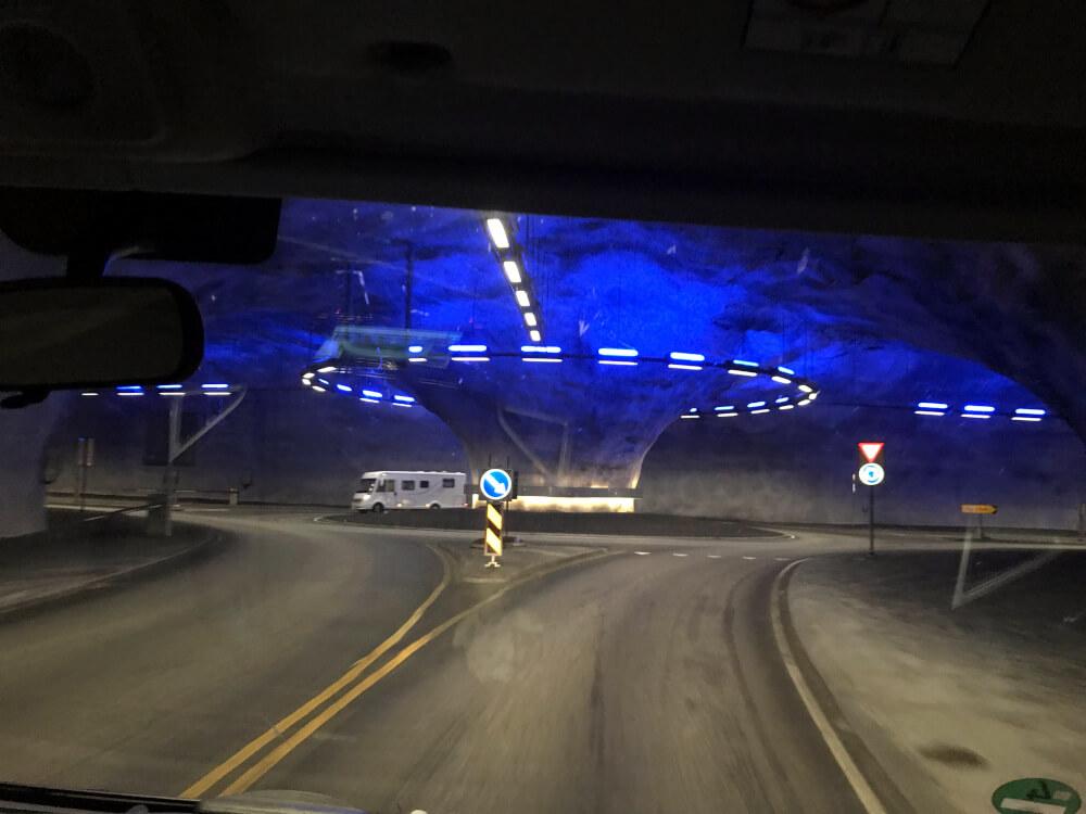 Ein Kreisverkehr mitten im Tunnel
