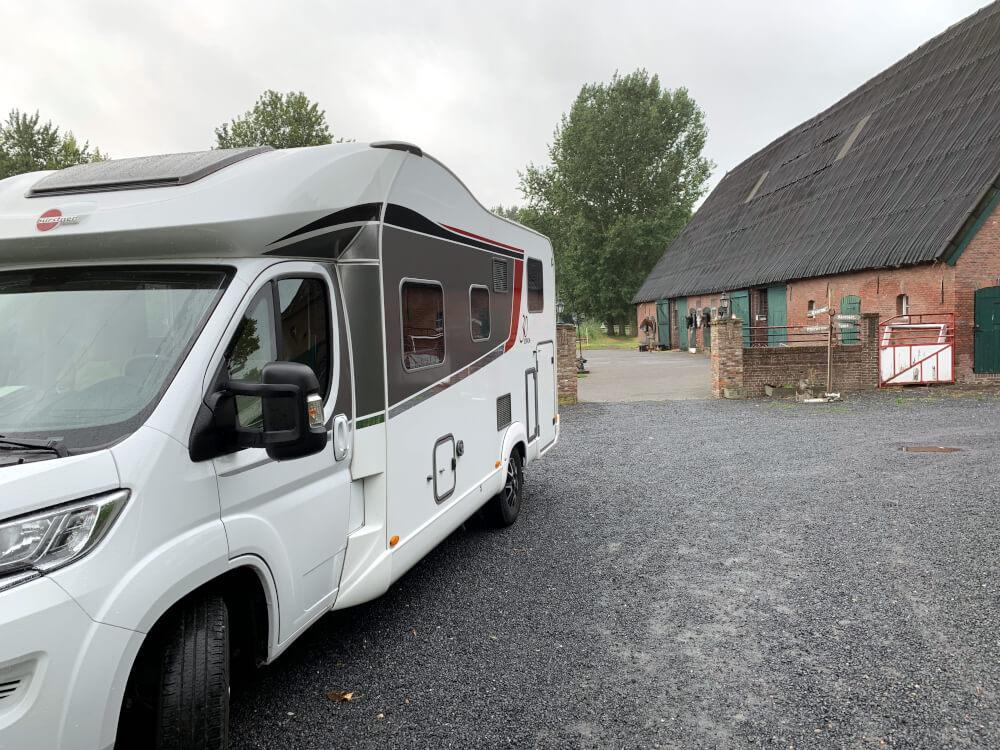 Wohnmobil auf einem Bauernhof van Axel in den Niederlanden