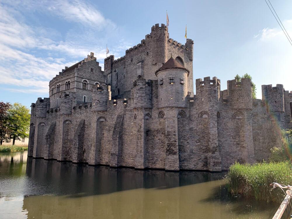 Burg Gravensteen in Gent mit Blick vom Wasser